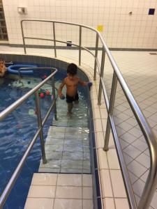 Bing krijgt zwemles
